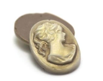 """4 resin cameos cabochons""""woman"""" Oval 25 x 18 mm, gold on taupe background """""""
