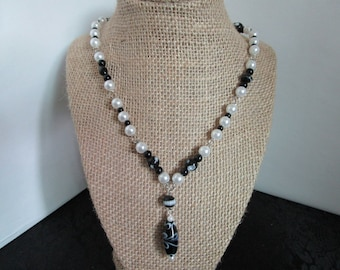 Black & White Pearl Necklace