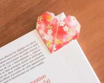 Bookmarks handmade, heart pattern origami paper.
