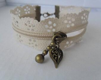 Zipper bracelet with beige flowers
