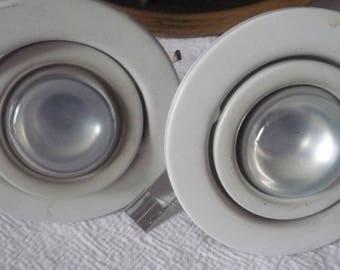 2 spots in white metal
