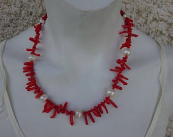 Necklace with Chinese coral and cultured white pearls