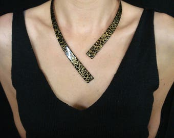 "Chic ""Pinstripes"" necklace black with leaf"