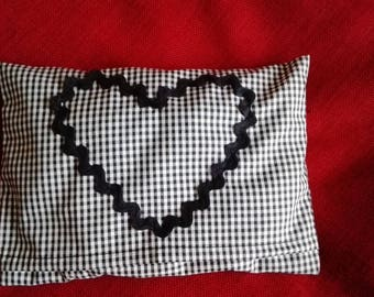 Small heating pad with washable cover black/white Plaid