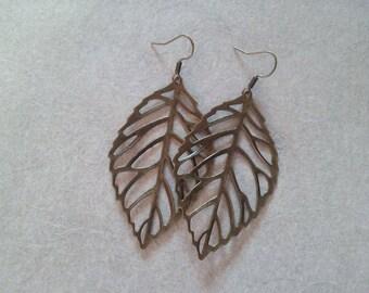 Dangling earrings bronze leaves