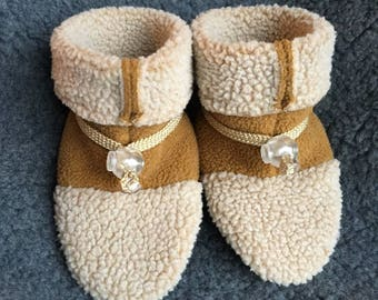 Adorable berber fleece booties, soft sole shoe from Toggle Toes in preschool size 24-36 months, child shoe size 7-8