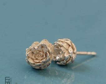 SUCI-Silver Earrings (small model), with detail of a real plant, very practical form