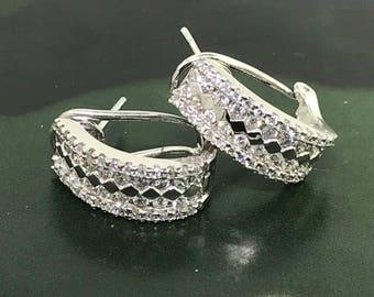 Stunning  White Gold and Diamonds Hoop Earrings - 14 K YG 0.84 carats hoop earrings - Gold and Diamonds Leverback Hoop Earrings