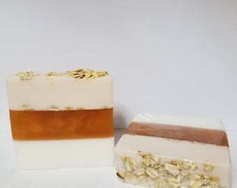 4oz. Oatmeal-Milk & Honey meltand pour Soap with Whole Oats.