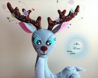 Silver hoof - deer of felt