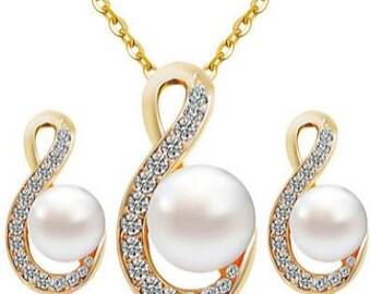 Pearl & Rhinestone Necklace Set