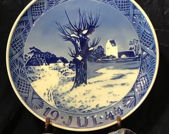 1944 Royal Copenhagen Christmas plate