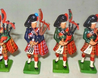 BRITIANS assorted pipers