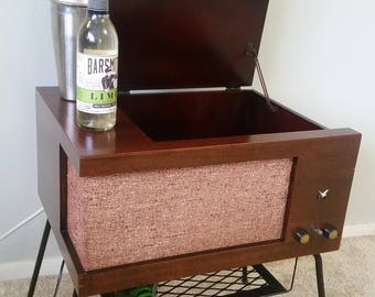 Mid-Century Modern Record Player Repurposed into Bluetooth Minibar Stereo