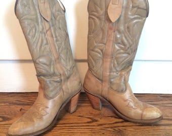 Vintage women's 1970's/80's capezio cowboy boots. Size 5.5M