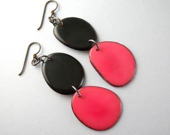 Black and Fuchsia Pink Tagua Nut Eco Friendly Earrings with Free USA Shipping #taguanut #ecofriendlyjewelry