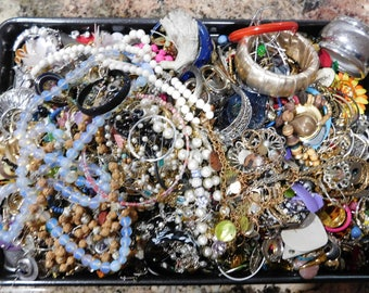 Over 11 Pounds of Junk Jewelry Vintage Jewelry Destash Lot Fix Repair Craft Project Repurpose Box 3