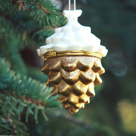 Pine cone box ornament, Painted glass and ceramic, Hinged pine cone box, Engagement ring, Christmas gift box, Holiday wedding ring bearer