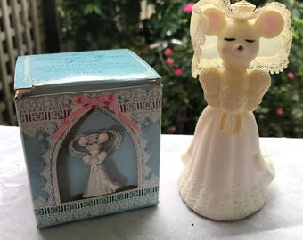 Vintage New in Box Avon Church Mouse Bride Delicate Daisies Cologne Bottle