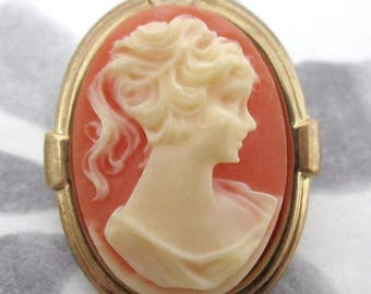 ON SALE- vintage gold tone cameo brooch - j5401