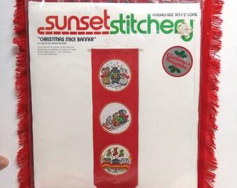Sunset Stitchery Crewel Embroidery Kit 2050/ 1978 Christmas Mice Banner