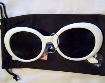 Vintage Sunglasses#Kurt Cobain White Oval Sunglasses#Mod Sunglasses#Audrey Hepburn Sunglasses#Trending#Mod Sunglasses#Oval GlassesSunglasses