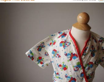 ON SALE 1940s Jack-in-the-box Print Bed Jacket, Size 6 months