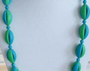 "ON SALE Pretty Vintage Aqua Blue, Kelly Green Plastic Beaded Necklace, 28"""