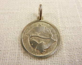 Vintage Sterling Pisces Round Pendant