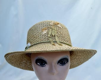 Vintage Woven Straw Sun Hat With Silk Ribbon Embroidery  / 1980's Braided Straw Hat / Vintage Womens  Straw Hat / Vintage Summer Hat