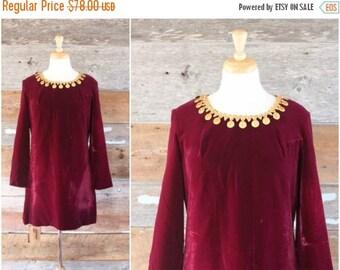 SALE 1960s velvet mini dress   60s dress by Pretty Talk   size m