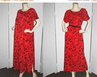 ON SALE Vintage 1960's Hawaiian Dress Mu'u Mu'u. Red and Black Floral with Gold Accents. Medium to Large.