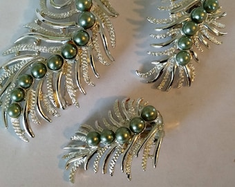 Feather Fantasy brooch and clip-on earrings