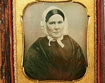 """ANTIQUE DAGUERREOTYPE PHOTOGRAPH, very clear,sharp,1840 to 1860, 1/6 plate 3""""x2 1/2"""",leather full case,woman with bonnet,tinted cheeks,"""