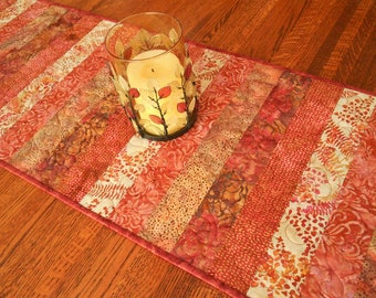 Quilted Fall Table Runner in Shades of Red Rust and Brown, Autumn Home Decor, Fall Dining Table Decor, Quilted Fall Tablecloth
