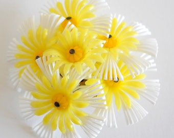 Vintage Daisy Clusters Brooch • 1960s Plastic Pin