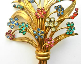Lovely Old Europe Flower Bouquet Brooch in Russian gold finish and small rhinestones florets accents -- Art.881/4 -