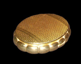1950s KIGU gold metal scalloped musical powder compact Concerto large oval music box make up case Made in England ~ purse handbag briefcase