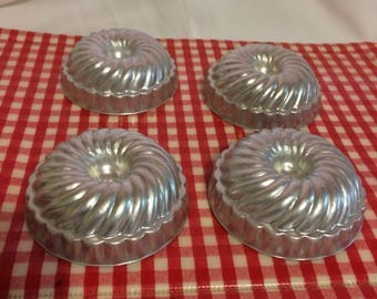 Set Of 4 Bundt Aluminum Jello Molds