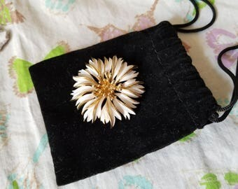 Vintage Brooch-White and Gold Toned Metal Vintage Jewelry-classic 1960's Costume Jewelry-Retro Floral Pin-scarf Pin-Mid Century Brooch