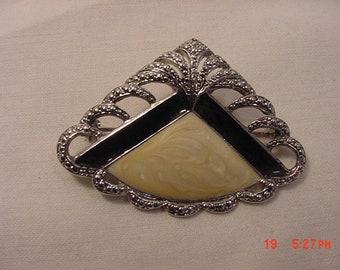 Vintage Filigree Art Deco Style Fan Brooch  18 - 732