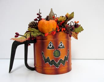 Vintage Small Hand Sifter with Jack-o-Lantern Face on both sides, Hand Painted, Tole Painted, Halloween BOO, Halloween Floral Decoration