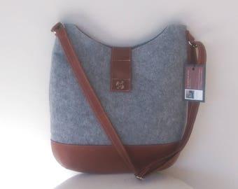 FELT :  Leather and Tartan button