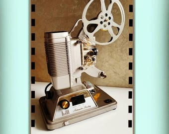 De Jur 8mm projector model P1010