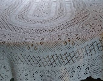 Lovely vintagecotton crocheted lace style oval white tablecloth