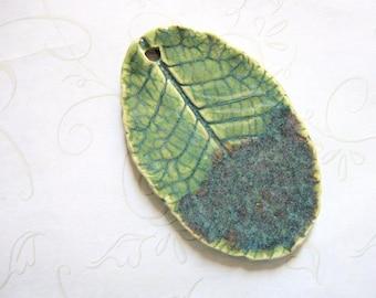 Green Surprise Pottery Leaf Pendant