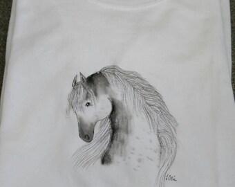 Beautiful hand drawn horse on ladies cotton tee shirt size large