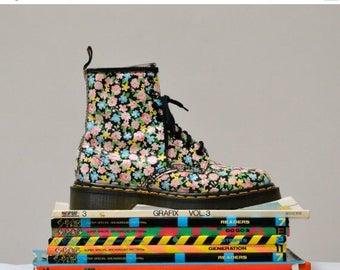 SALE 90s Vintage Dr. Martens Floral Print Boots Size 7  7 1/2 // Vintage Floral Doc Marten Boots Size 5 UK Made in England