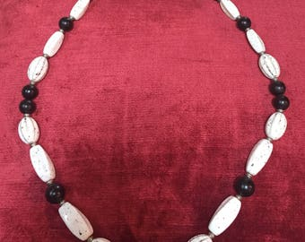Vintage 1970s 'Genuine Lucite' deadstock black & white beaded lucite necklace