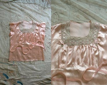 Vintage 1930's Soft Pink Satin and Lace Bed Shirt, Lingerie, 30's Women's Satin Bows, Pajama Top